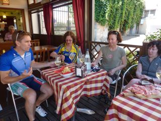 bike tours italy snacks en route