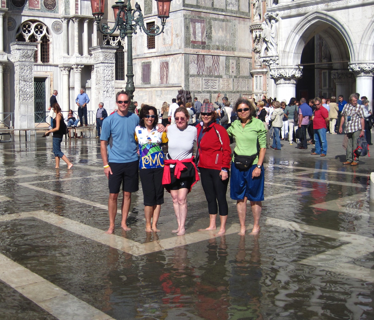 happy bikers in venice bike tours italy