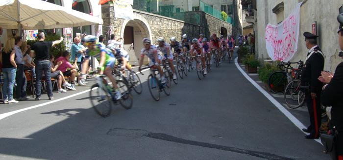 cyclists giro d'italia asolo
