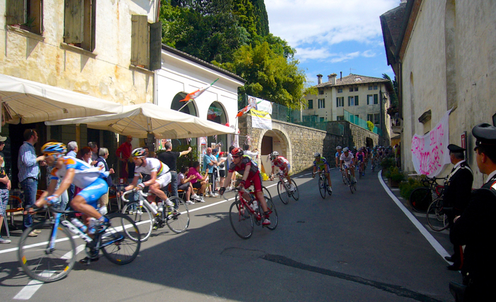 cyclists giro d'italia tour italy