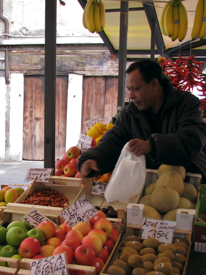 apples market italy private tours