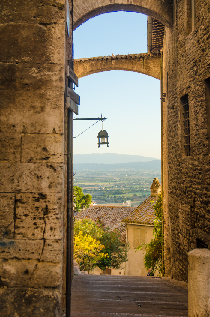 assisi view cycling tour umbria